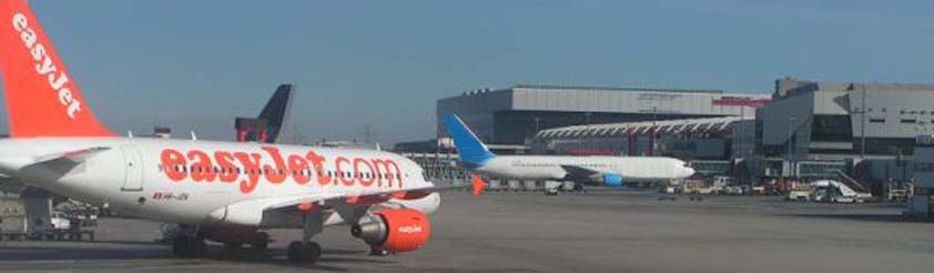Scheduled and Charter Flight Arrivals and Departures - Picture: Aeroplanes at the Airport